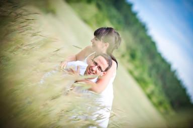 plener ślubny zboże
