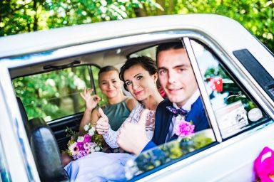 zdjęcia ślubne w aucie