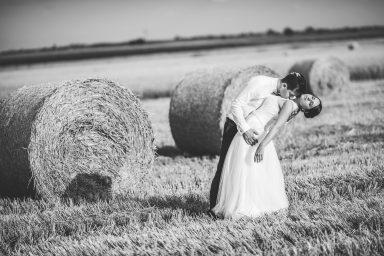 sesja ślubna beze ze zboża